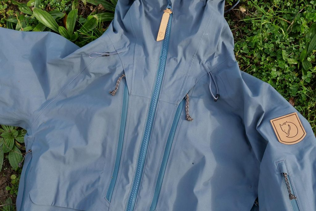 There are two large pockets on the chest that are closed with waterproof zippers.