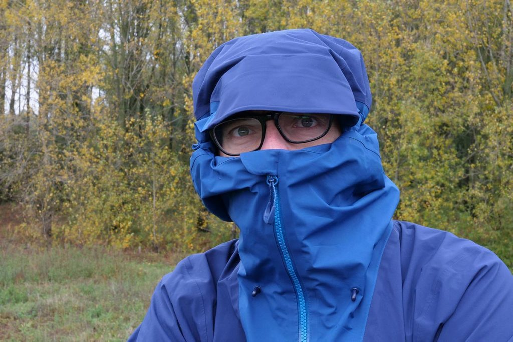 The hood with reinforced peak and high collar provide super protection.